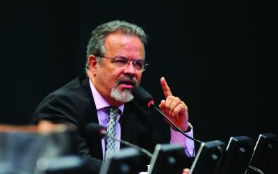 Raul vai a Renan para viabilizar ida à Venezuela