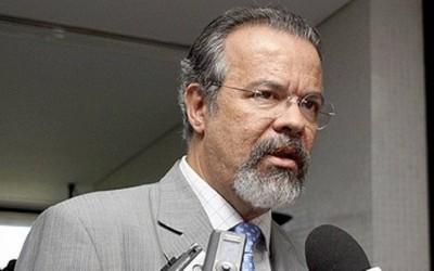 Raul ingressa com ação contra Cid Gomes no STF