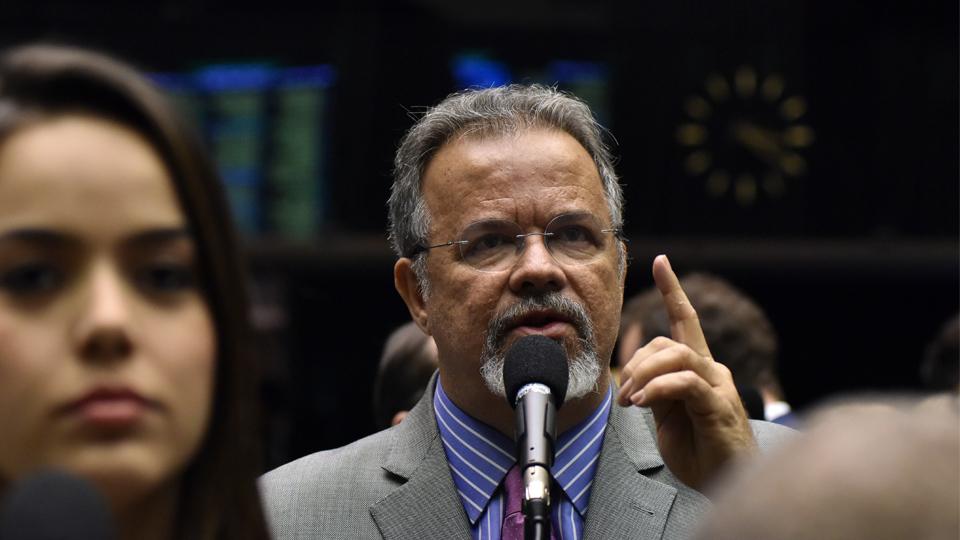 Raul Jungmann protesta contra retirada da CUT da galeria